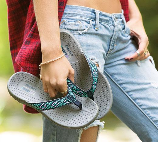 Entdecke Skechers Cali Sandalen für den Sommer